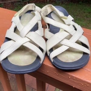 Lands End light green sandal